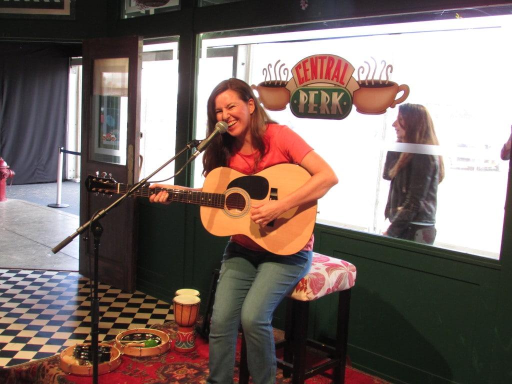 FriendsFest Singing in Central Perk